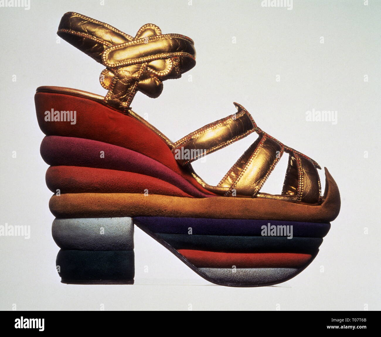 fashion, shoes, shoe fashion, version by Salvatore Ferragamo, edition, sandal in golden leather strips, suede, silksuede, with decorative stitching, 1938 - 1939, Additional-Rights-Clearance-Info-Not-Available - Stock Image