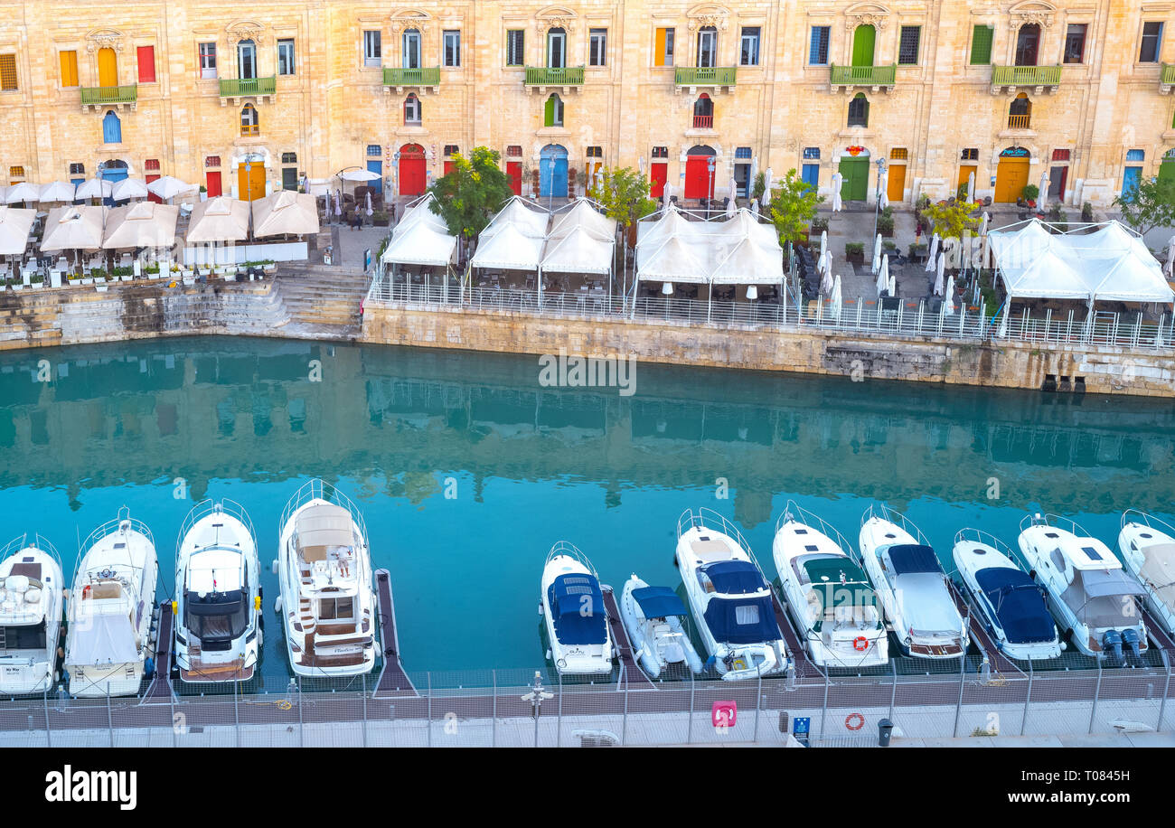 Malta, Valletta, The anciet architectures of the Great Harbor with boats moored - Stock Image