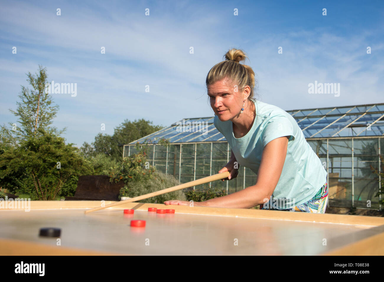 Women playing Novuss in outdoors - Stock Image