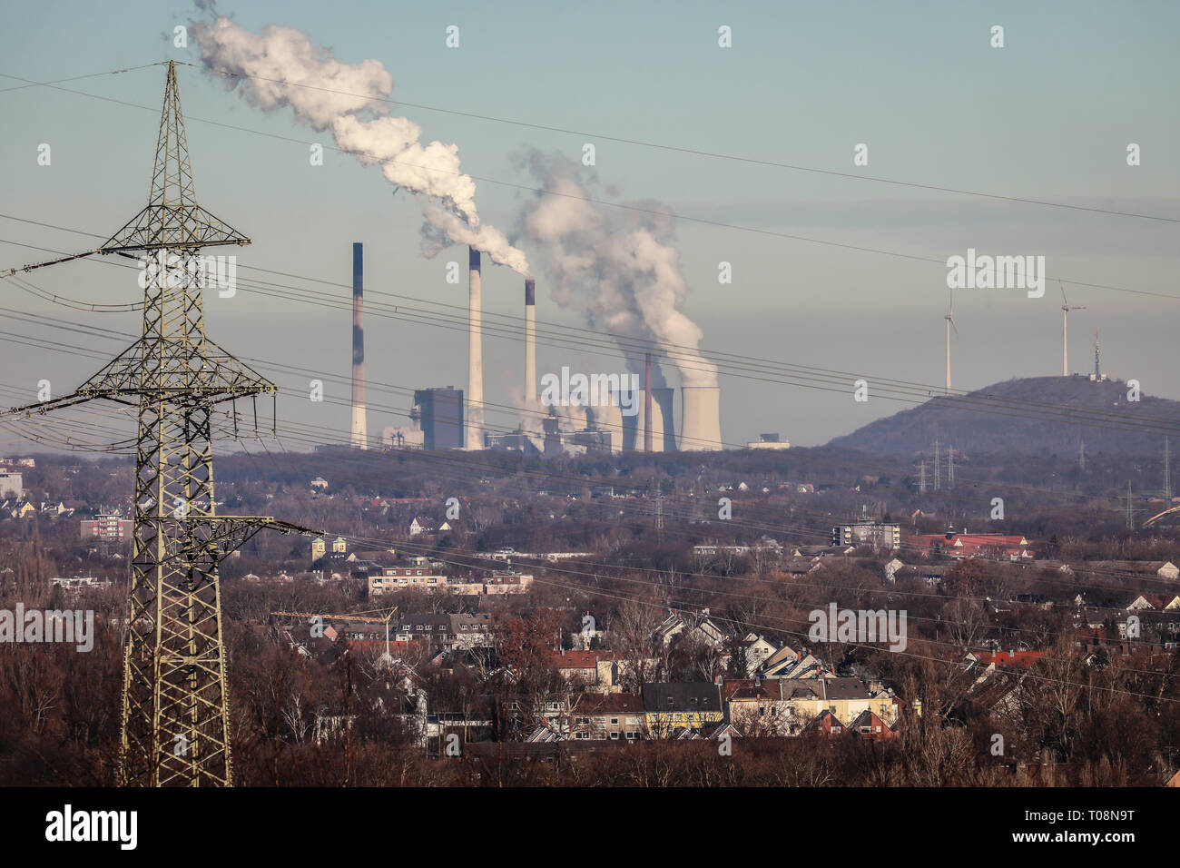 20.01.2019, Gelsenkirchen, North Rhine-Westphalia, Germany - Industrial landscape in the Ruhr area, Gelsenkirchen Horst district at the front, Scholve - Stock Image