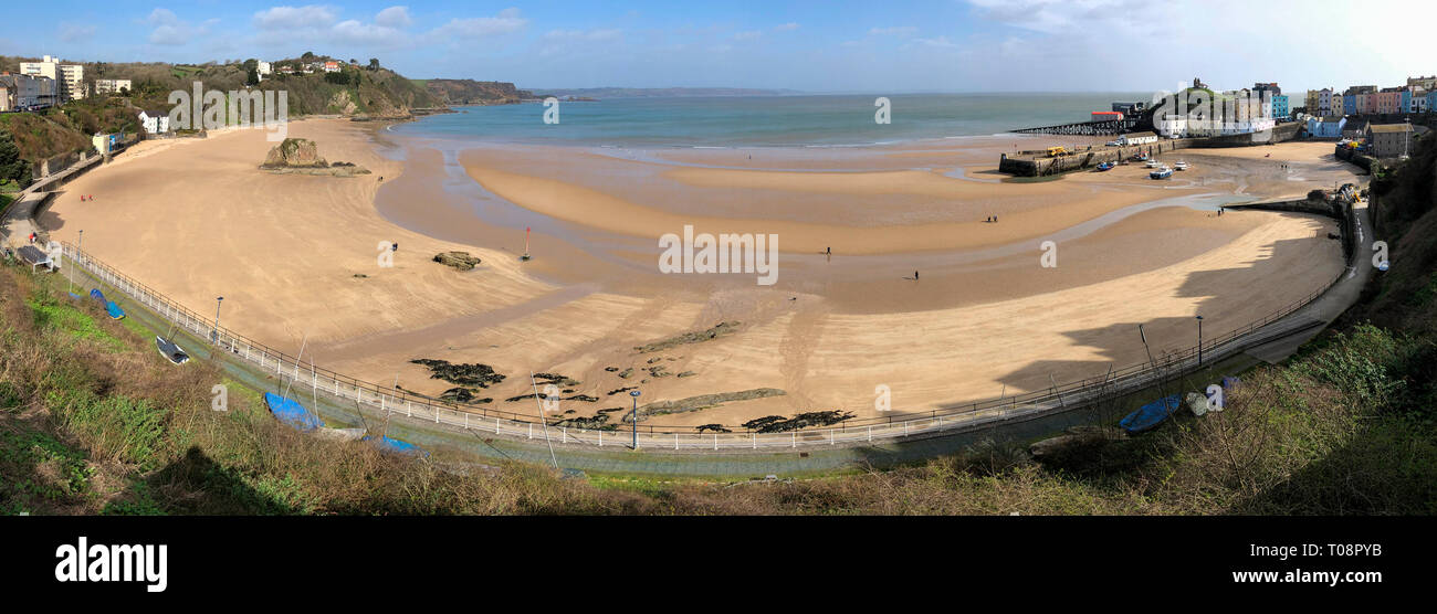 Carmarthen Bay and Tenby beach at low tide - Tenby in Pembrokeshire, south Wales in the United Kingdom. - Stock Image