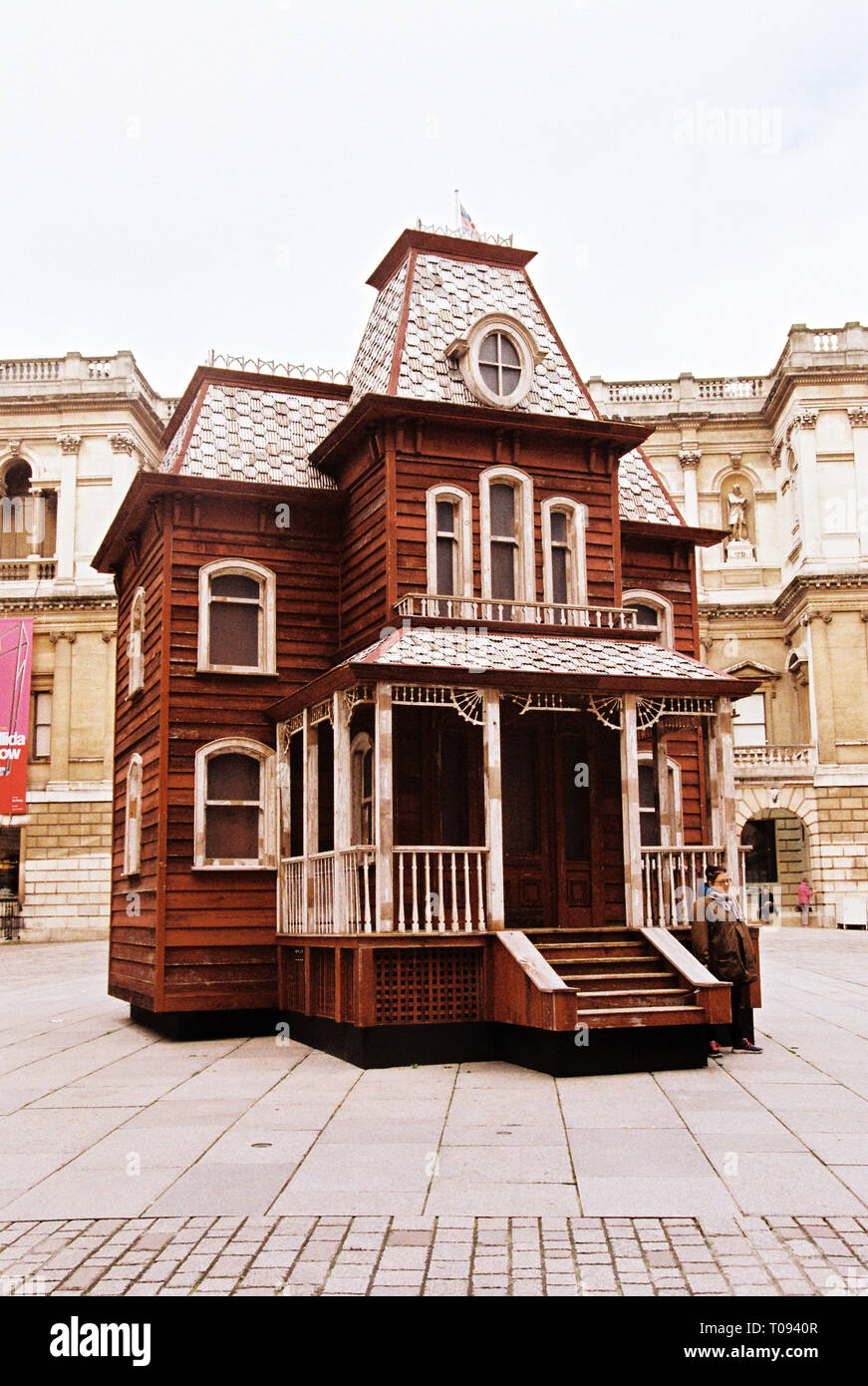 Cornelia Parker Transitional Object (PsychoBarn) a prop house installed in the courtyard at the Royal Academy of Art, London, England, United Kingdom. - Stock Image