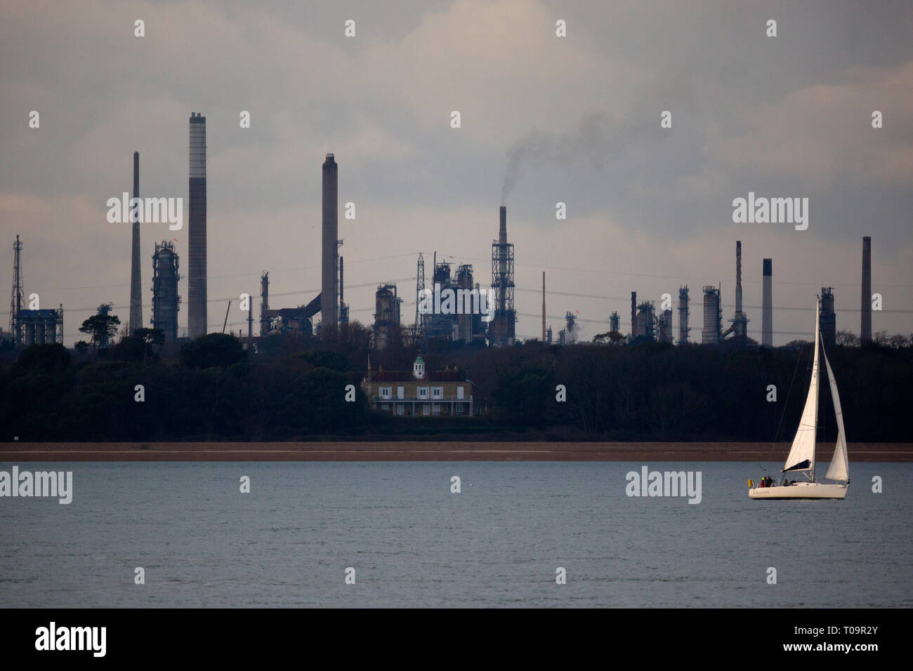 yacht,saling,in,front,of,Fawley,Oil,refinery,The Solent,Hampshire,Cowes, Isle of Wight,England,UK Stock Photo