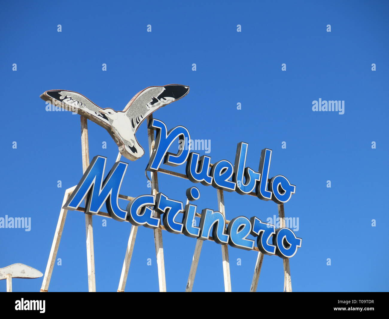 A large sign featuring a seagull and saying 'Pueblo Marinero' adorns the roof of a hotel at the Lanzarote resort of Marina Rubicon, Playa Blanca - Stock Image