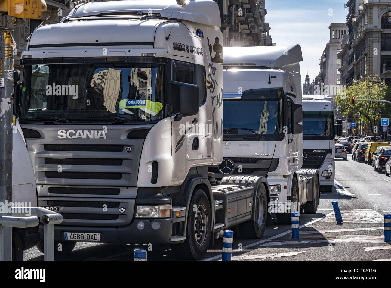 Barcelona, Spain  18th Mar 2019  A long line of trucks is