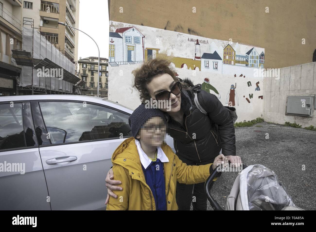 Foto Carlo Lannutti/LaPresse 18-03 - 2019 Roma, Italia Cronaca.  Bimbo immunodepresso: Matteo finalmente torna a scuola  Nella foto: Matteo con la mamma Sara Stock Photo