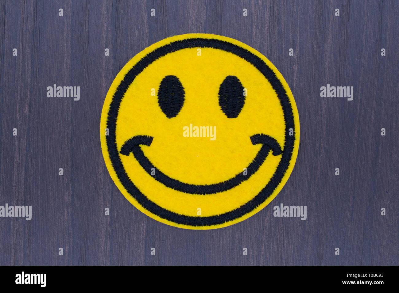 Smile Emoji Avatar Faces / Smiley Happy Yellow Sun Face