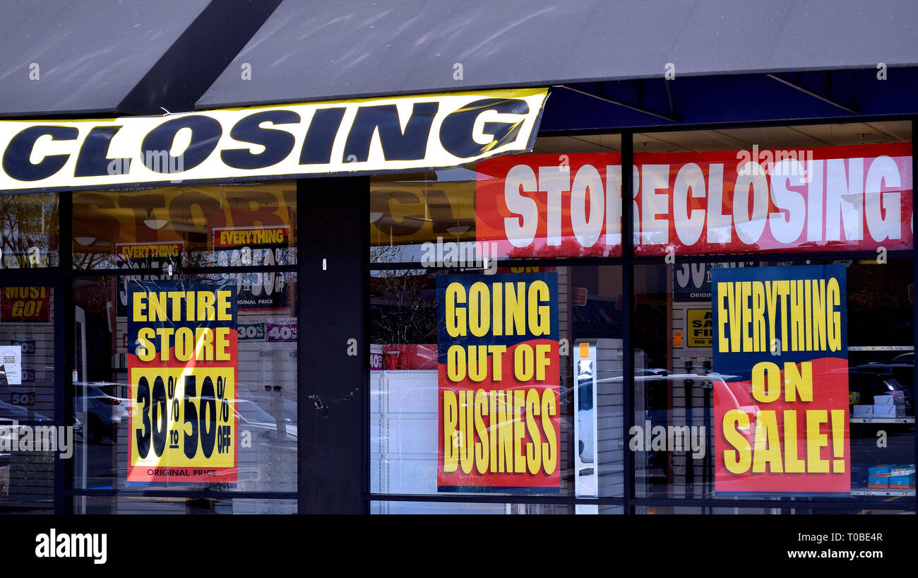Payless ShoeSource store closing signs in California - Stock Image