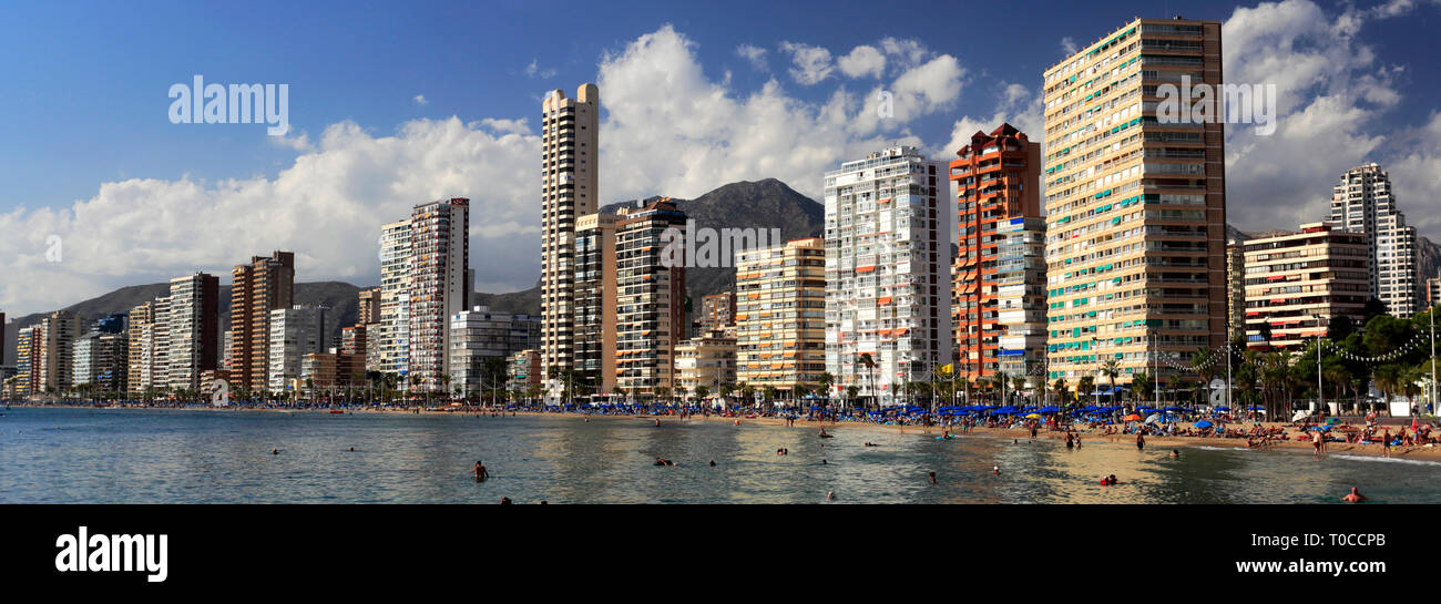 View along the crowded Playa De Levante beach, Benidorm resort, Costa Blanca, Valencia Province, Spain, Europe. - Stock Image