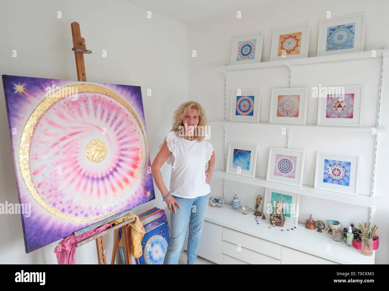 MARLIS LADUREE/ARTISTE PEINTRE DE MANDALAS - Stock Image