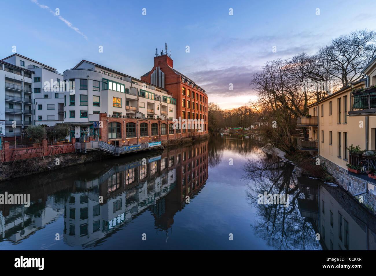 Leipzig Plagwitz, Weiße Elster und Kanäle mit Industriearchitektur und -kultur - Stock Image