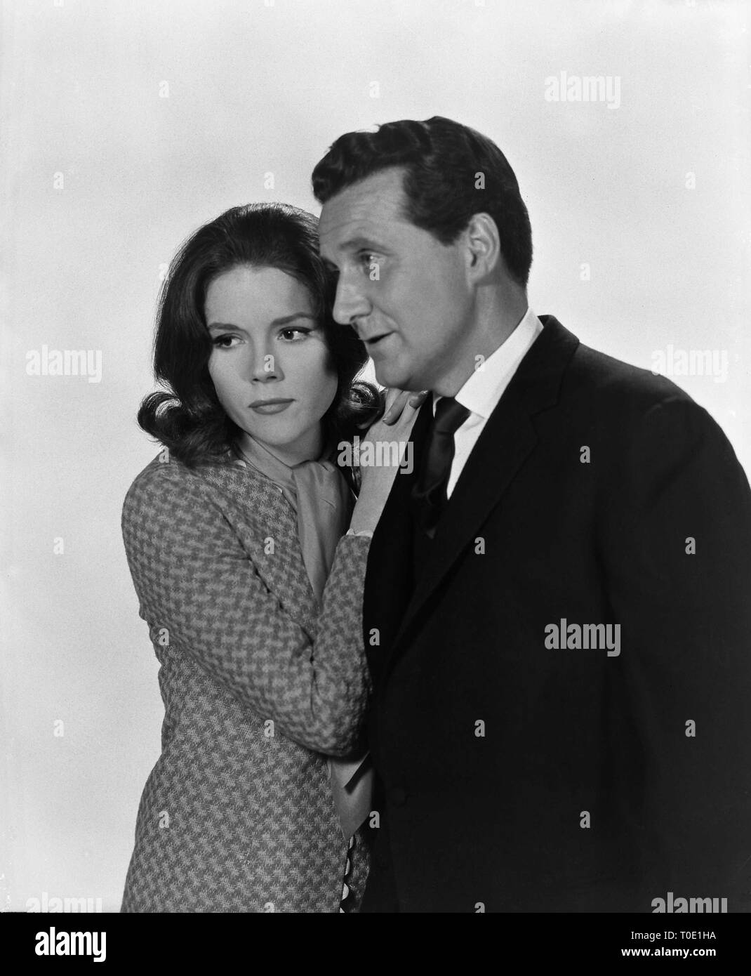 Patrick Macnee as John Steed Diana Rigg as Emma Peel THE AVENGERS 1965 ABC Weekend Television / Associated British Corporation - Stock Image