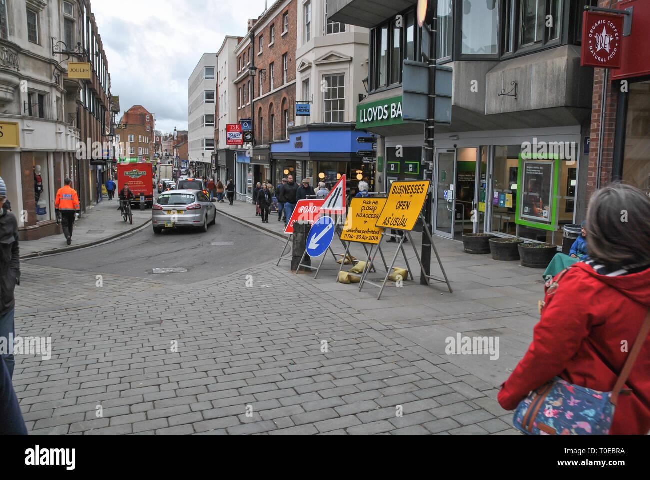 A busy street scene looking toward 'Shoplatch' in Shrewsbury - Stock Image