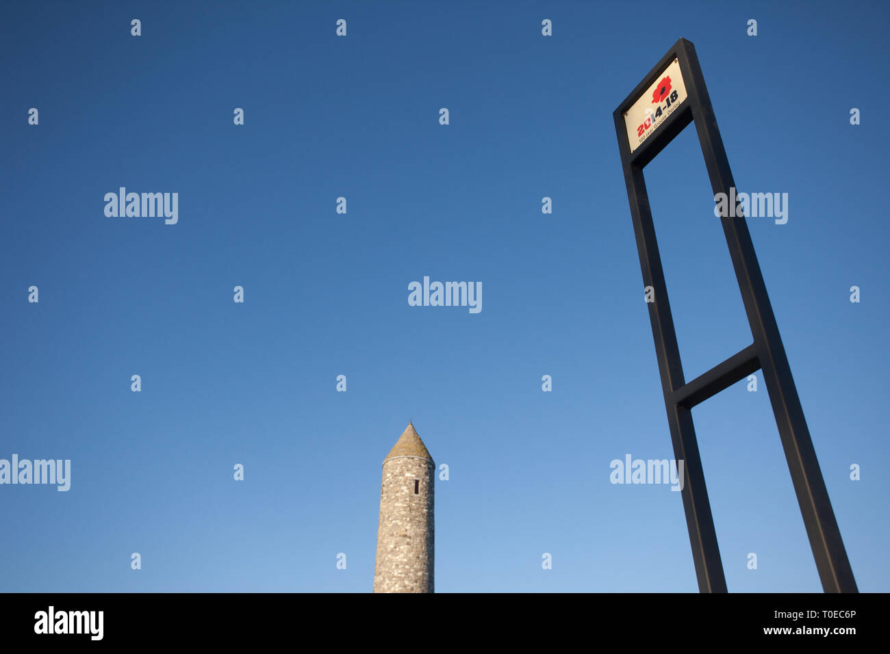 The entrance sign and top of the110 foot Irish round tower at the Irish Peace Park in Messine, near Ypres in Belgium - Stock Image