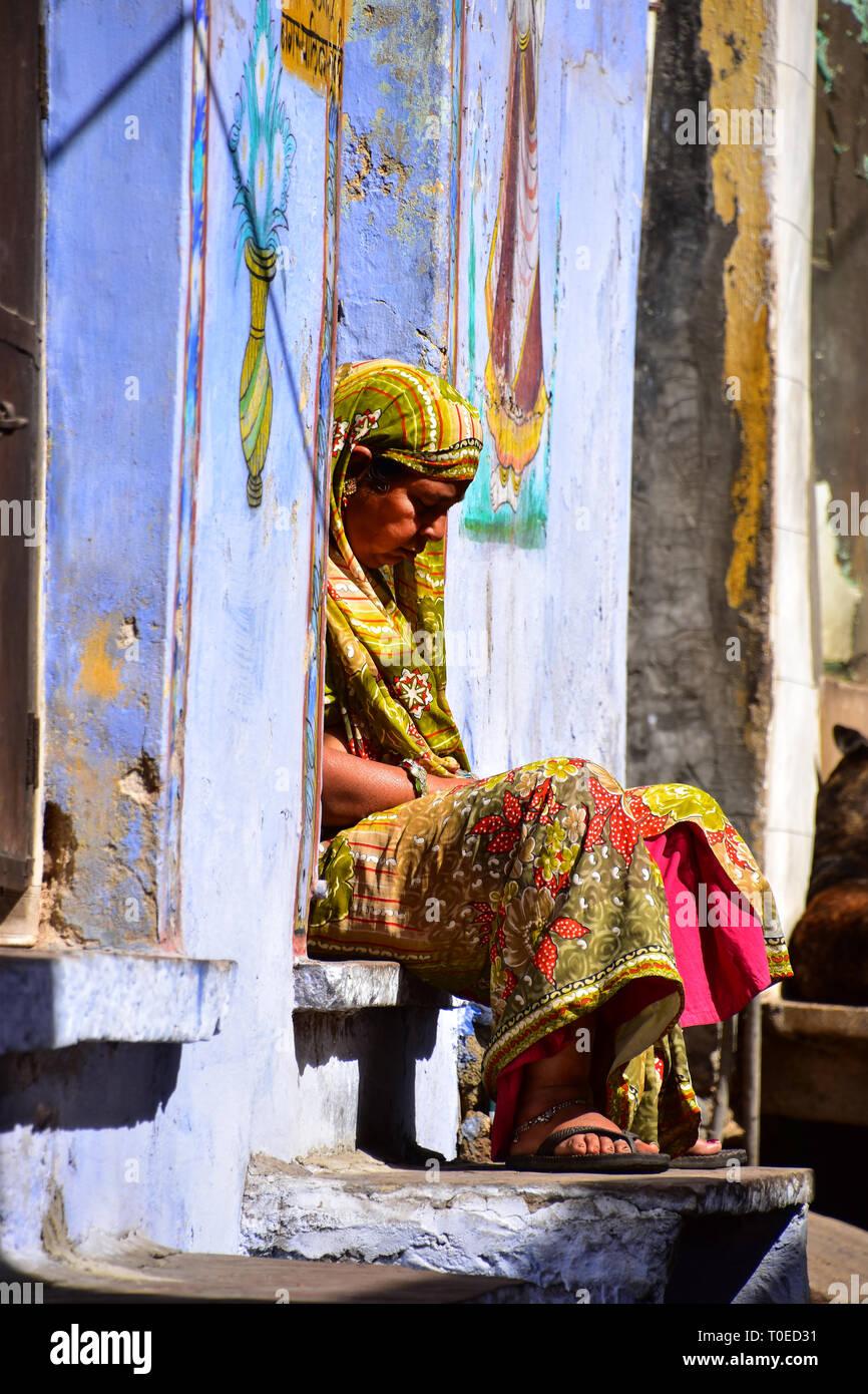 Indian Lady has a snooze on step, Bundi, Rajasthan, India - Stock Image
