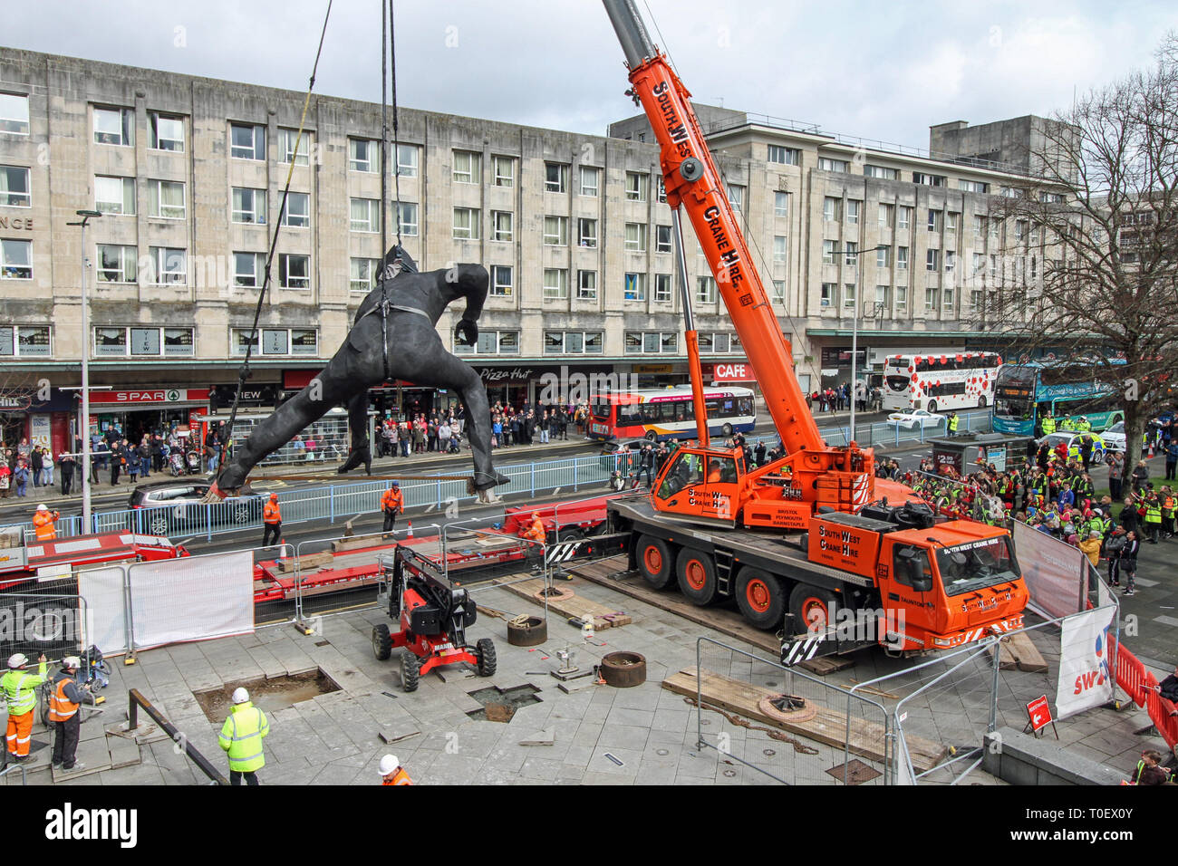 Messenger, UK's largest cast bronze sculpture lowered into position outside Plymouth Theatre Royal Stock Photo