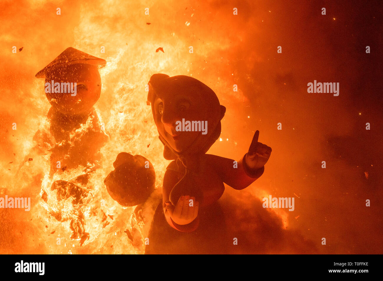 Valencia, Spain. 19th March, 2019. The Valencians fire their piestats by burning the monument on the night of San José. The firemen are in charge of controlling the flames. Carcaixent, Valencia, Spain. Credit: Salva Garrigues/Alamy Live News - Stock Image