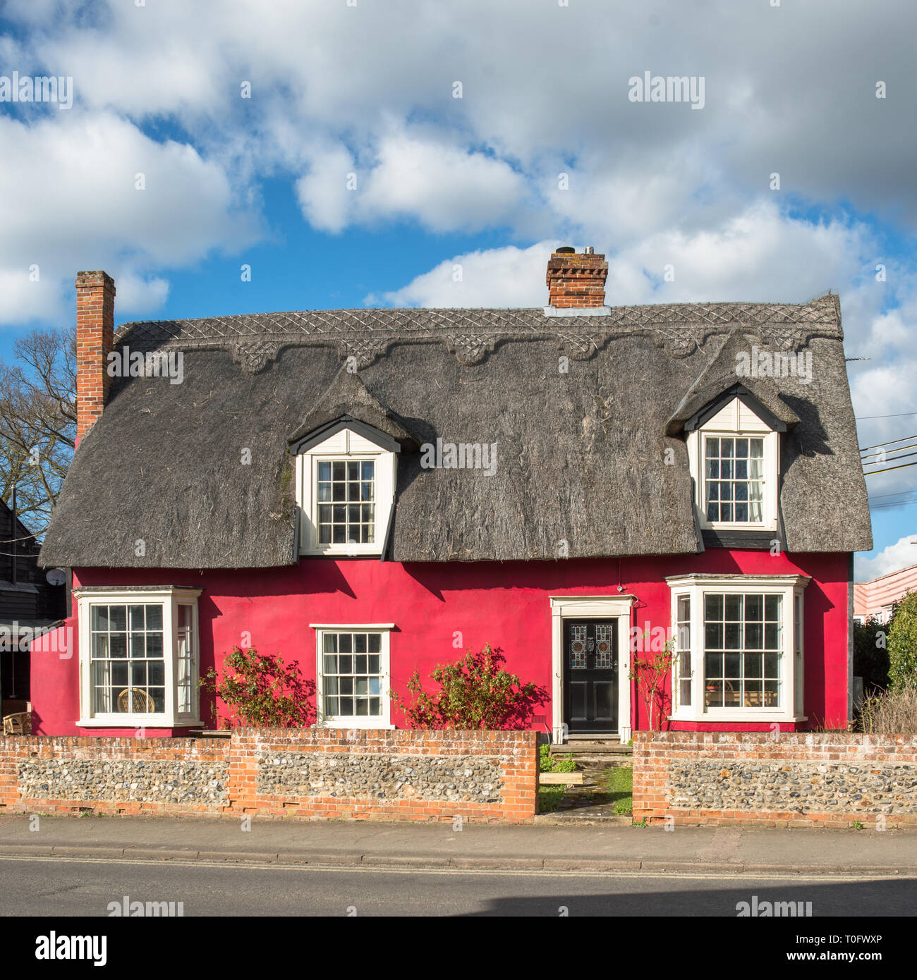 Picturesque red thatched cottage at Cavendish village in Suffolk, East Anglia, England, UK. - Stock Image