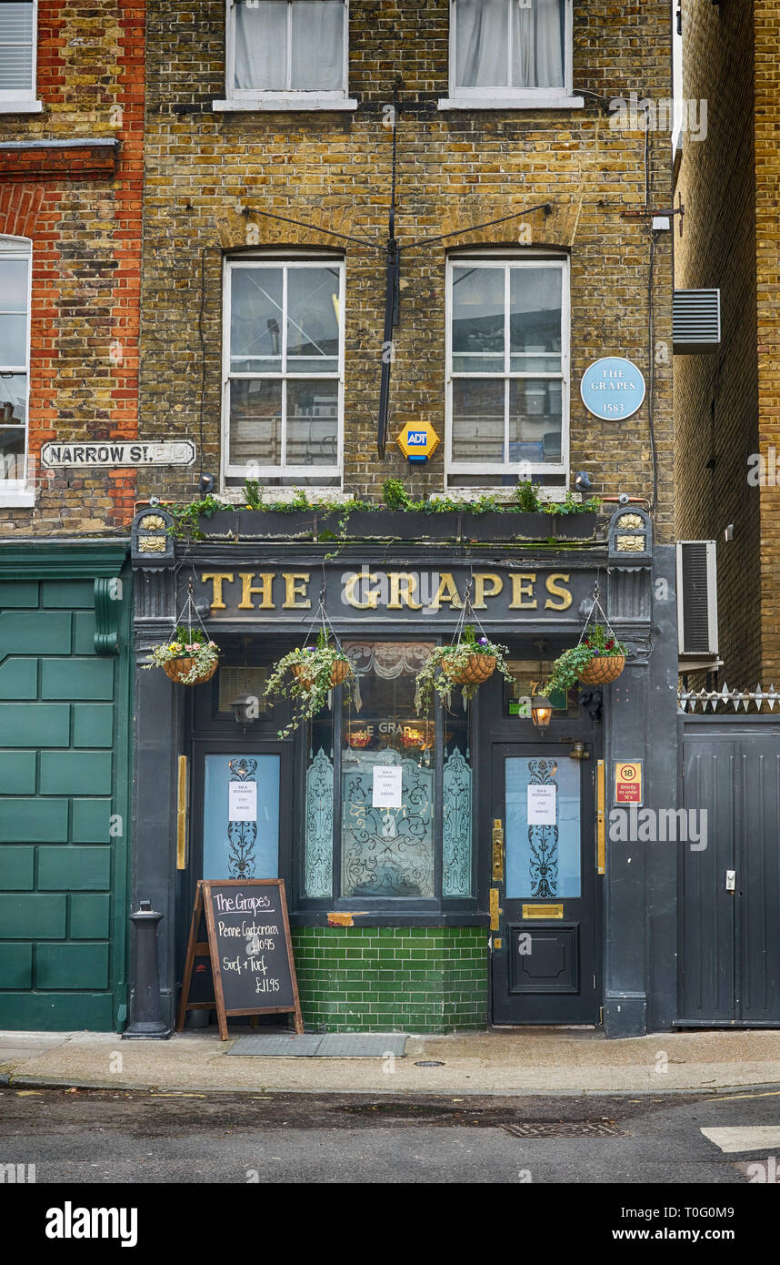 the grapes pub east london - Stock Image