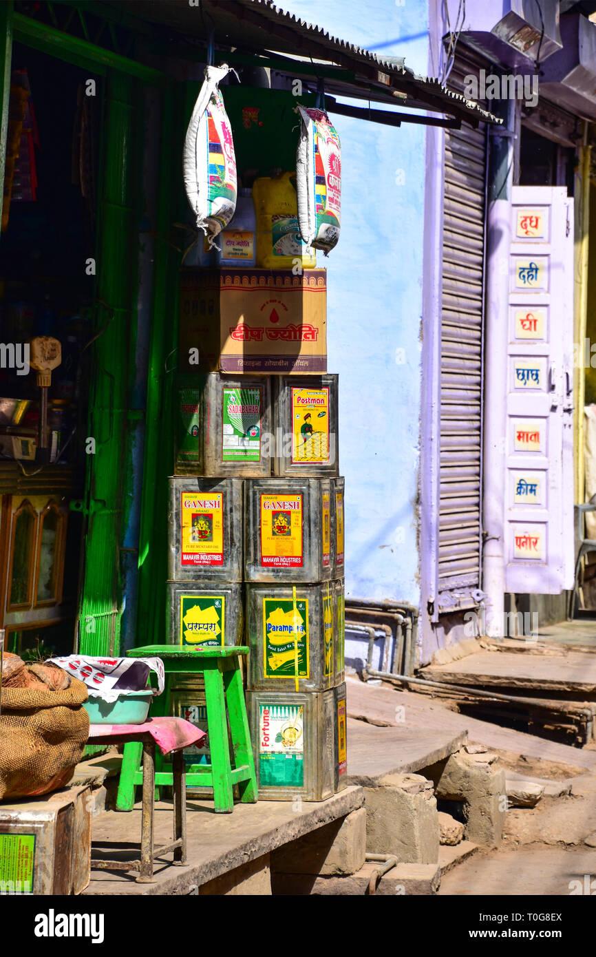 Tins of Indian Cooking Oil, Bundi, Rajasthan, India Stock Photo