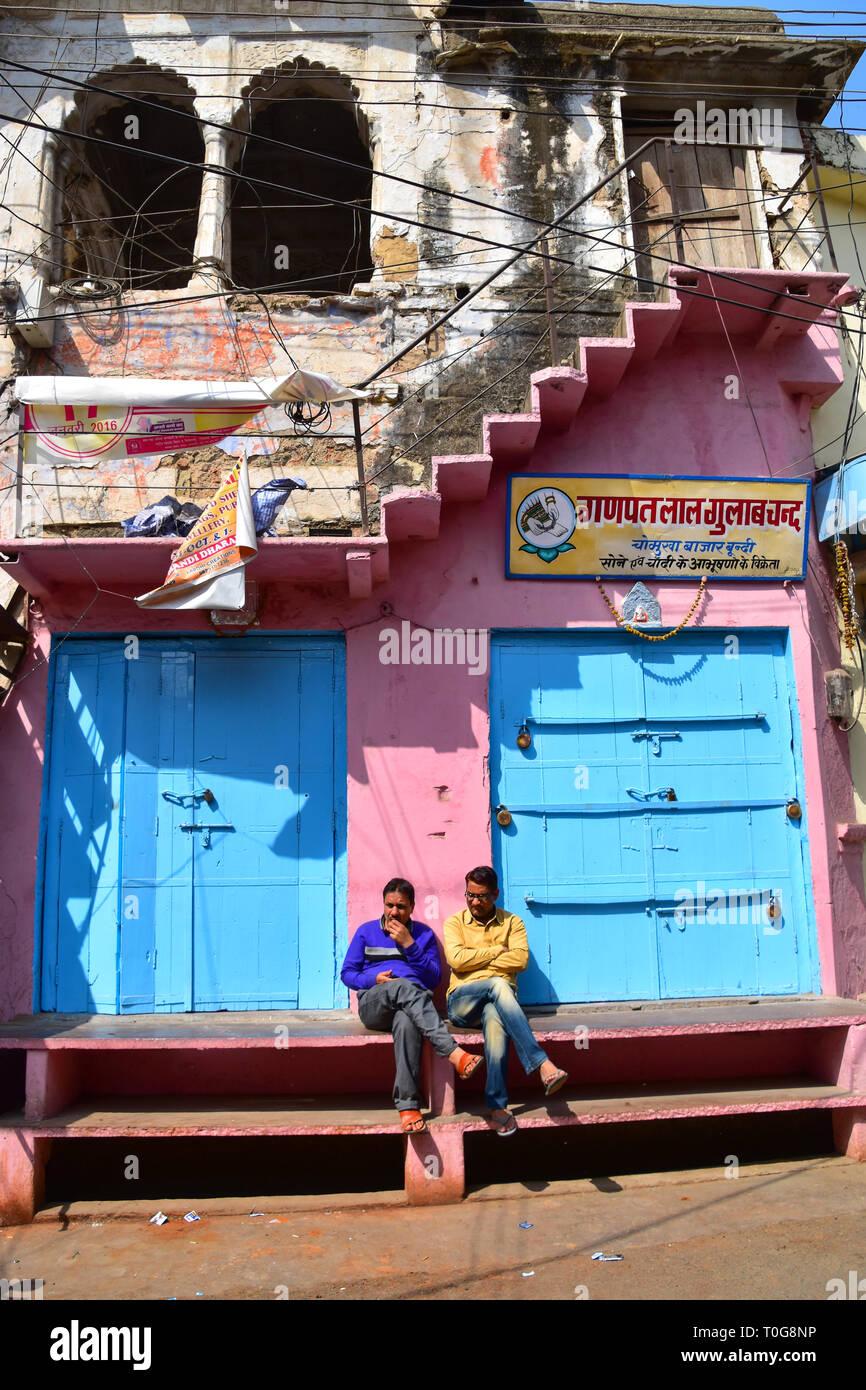 Contemplation after shutting up shop, Bundi, Rajasthan, India - Stock Image