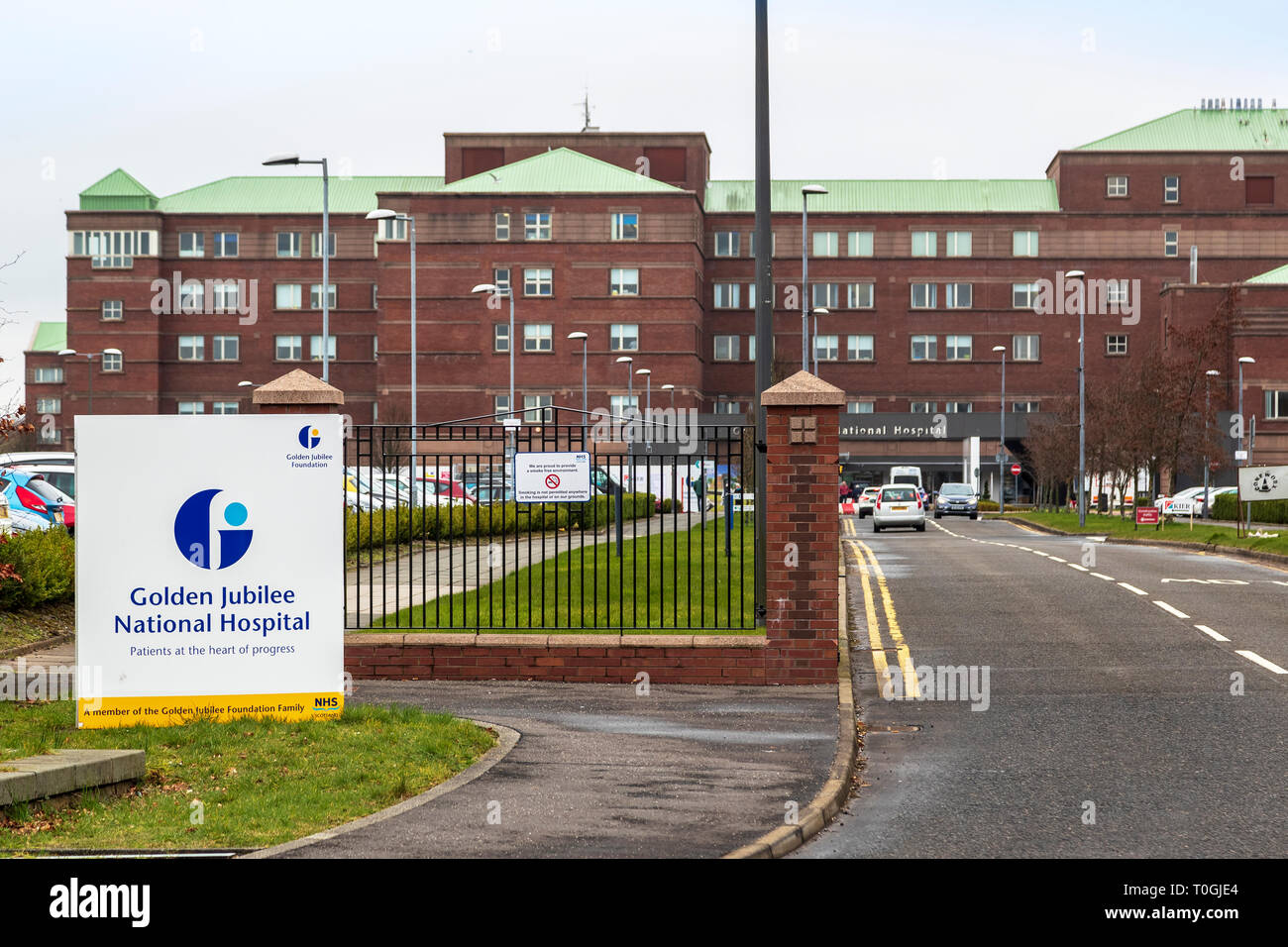 Entrance to the Scottish NHS Golden Jubilee National Hospital, Clydebank, Glasgow, Scotland, UK - Stock Image