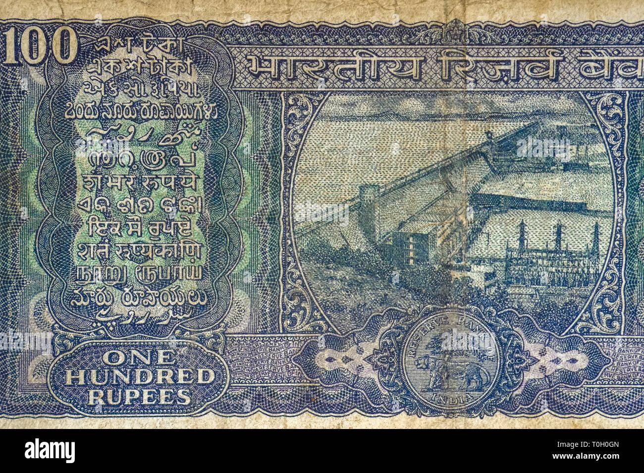 19-03-2019-the Hirakud Dam and Hydro-Electric station. on The Back of  100 rupee Bank Note qt Kalyan Near mumbai Maharashtra INDIA - Stock Image