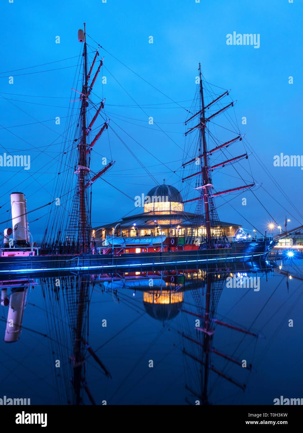 RRS Discovery at Discovery Point at Dusk Dundee Scotland - Stock Image