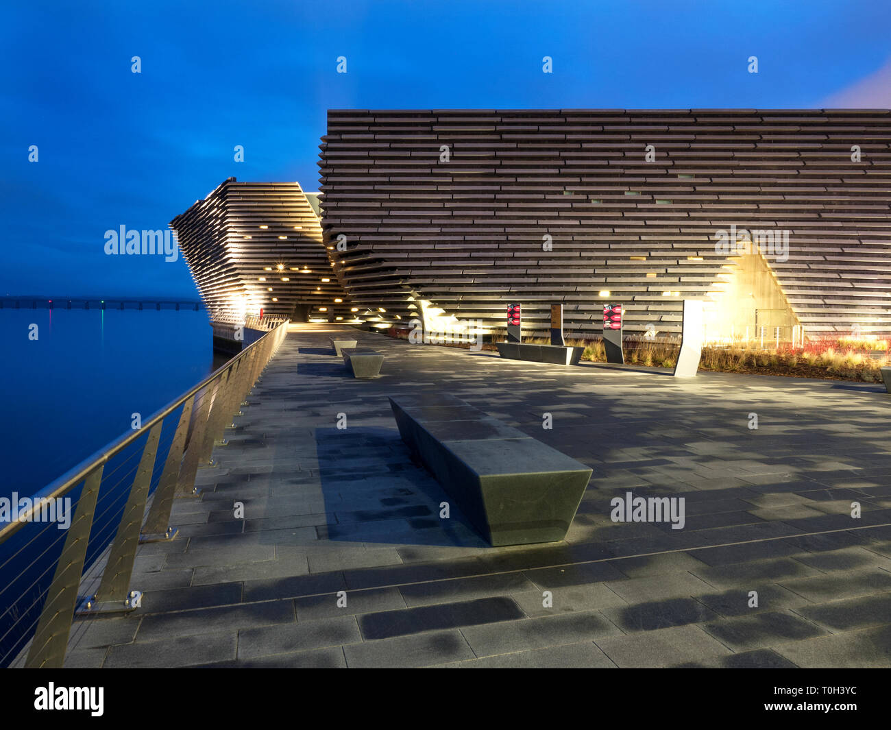 V&A Dundee design museum designed by Kengo Kuma at Riverside Esplanade Dundee Scotland - Stock Image