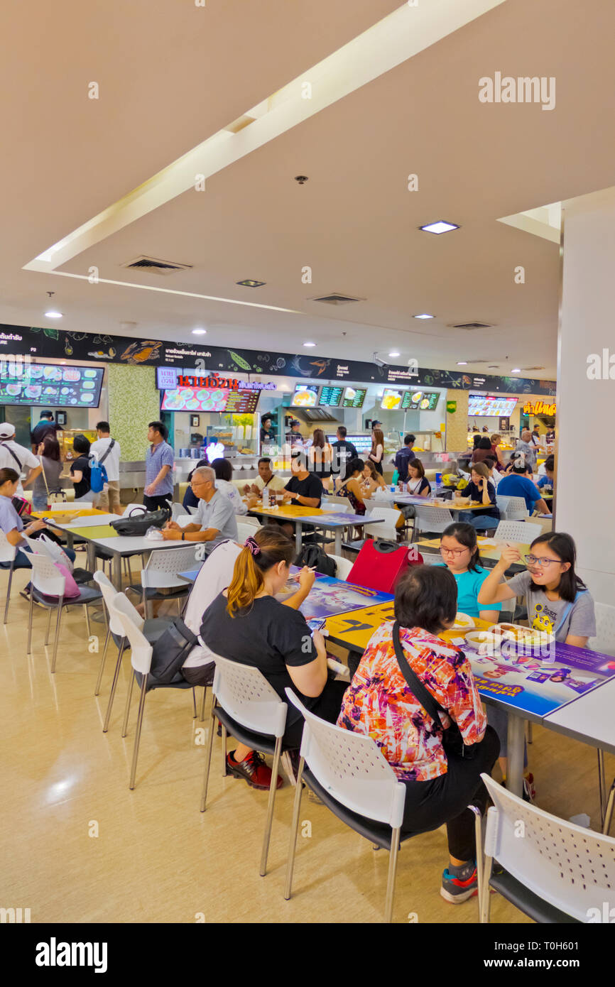 Eating area, Platinum Plaza food court, Ratchathewi, Bangkok, Thailand - Stock Image