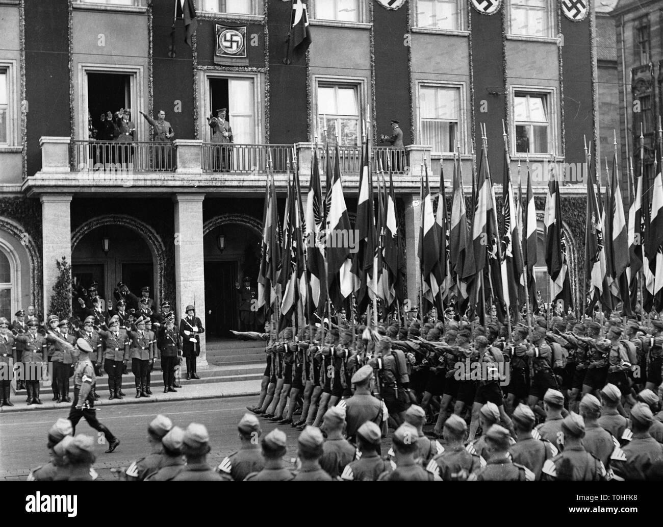 National Socialism, organisations, Hitler Youth (Hitler Youth), march-past of the Hitlerjugend at the 'Deutschen Hof', Nuremberg, Nuremberg Rally, 1930s, on the Balkon Adolf Hitler, Additional-Rights-Clearance-Info-Not-Available - Stock Image