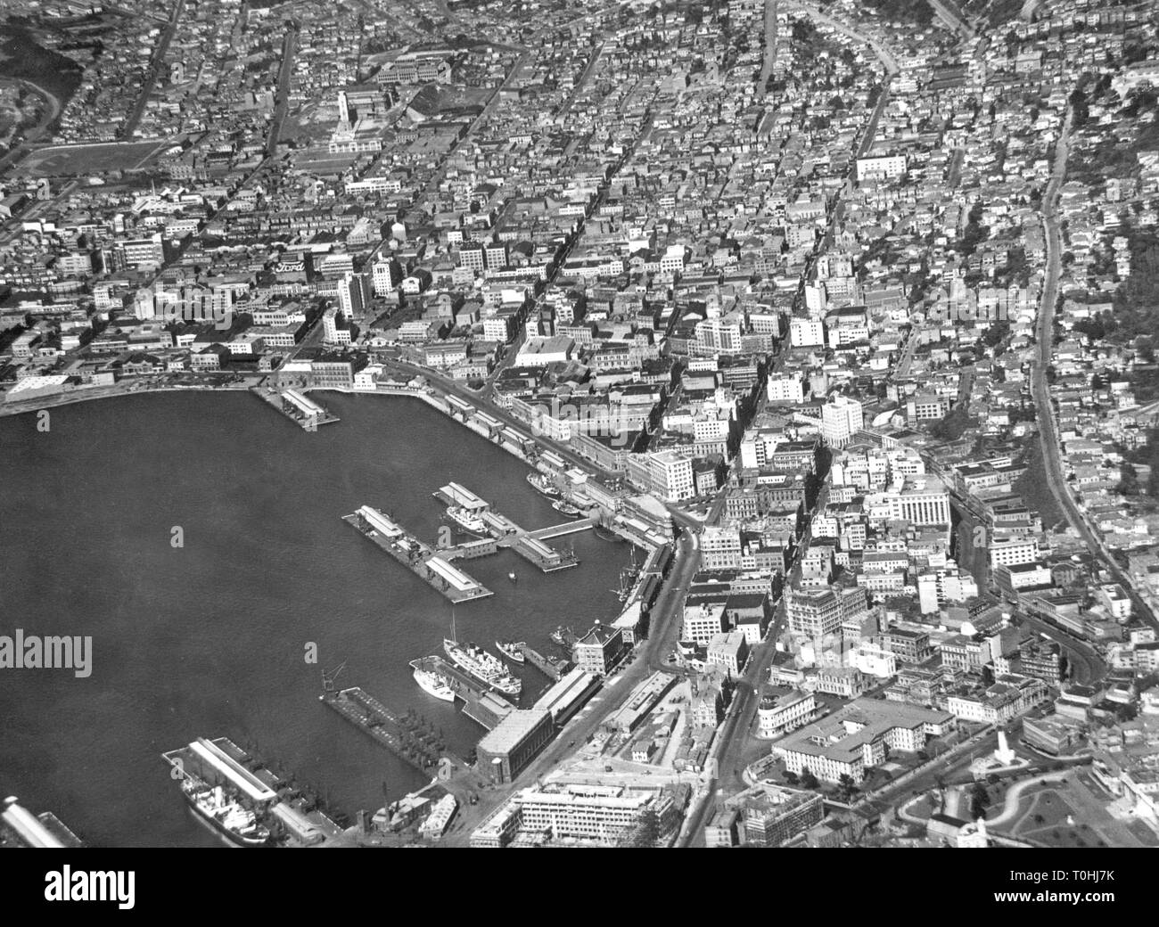 geography/travel, New Zealand, Wellington aerial view, 1950s, 50s, North Island, harbour, Pacific, Polynesia, Oceania, 20th century, , Additional-Rights-Clearance-Info-Not-Available - Stock Image