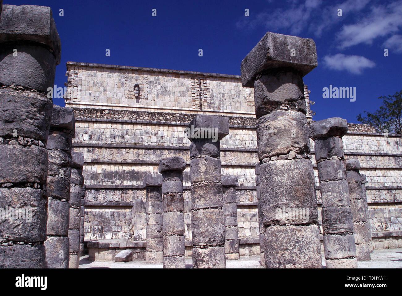 Zona arqueologica de Chichen Itza Zona arqueológica    Chichén ItzáChichén Itzá maya: (Chichén) Boca del pozo;   de los (Itzá) brujos de agua.   Es uno de los principales sitios arqueológicos de la   península de Yucatán, en México, ubicado en el municipio de Tinum.  *Photo:*©Francisco* Morales/DAMMPHOTO.COM/NORTEPHOTO  * No * sale * a * third * - Stock Image