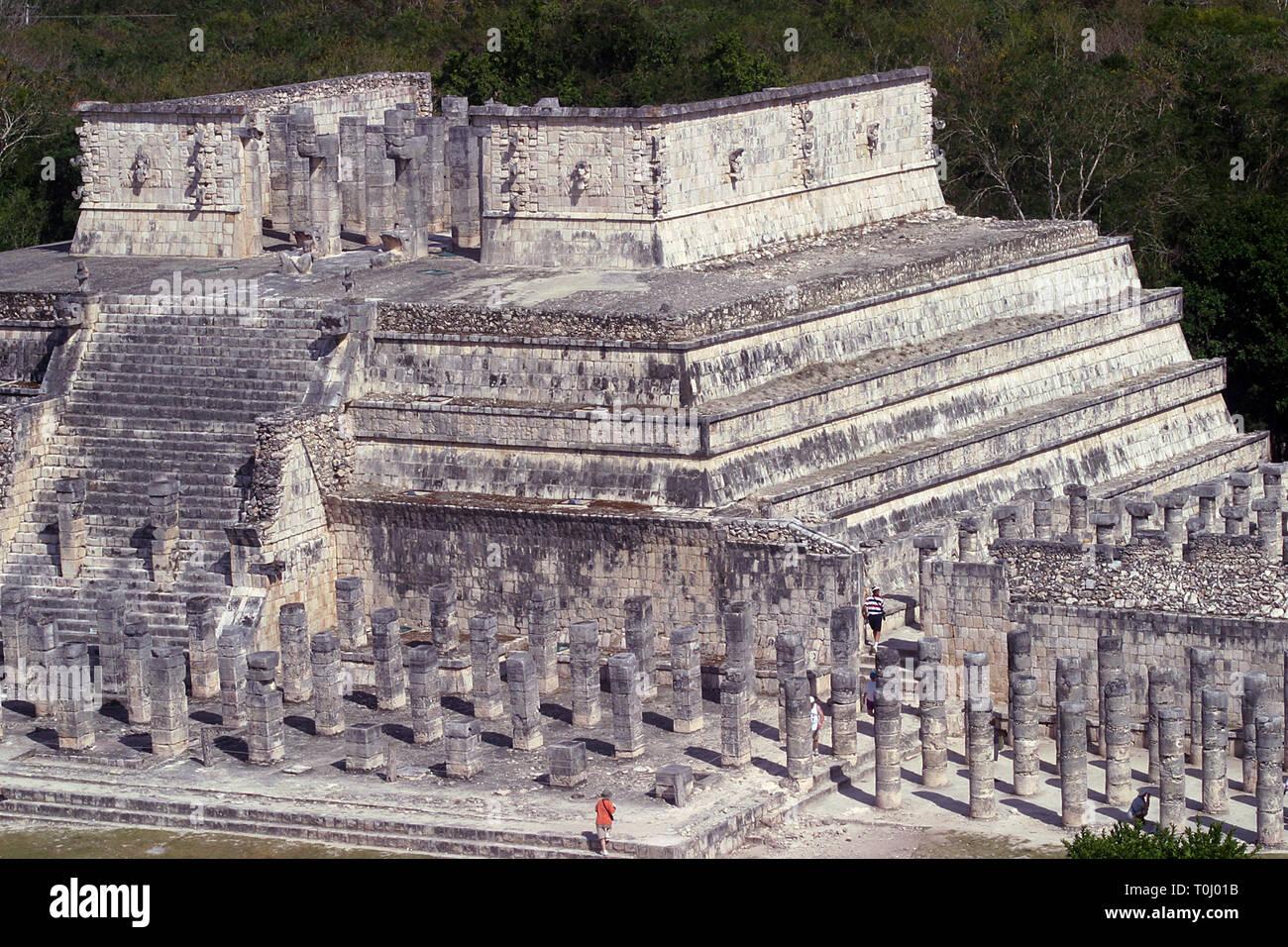 Zona arqueologica de Chichen Itza Zona arqueológica    Chichén ItzáChichén Itzá maya: (Chichén) Boca del pozo;   de los (Itzá) brujos de agua.   Es uno de los principales sitios arqueológicos de la   península de Yucatán, en México, ubicado en el municipio de Tinum.  *Photo:©Francisco* Morales/DAMMPHOTO.COM/NORTEPHOTO  * No * sale * a * third * - Stock Image
