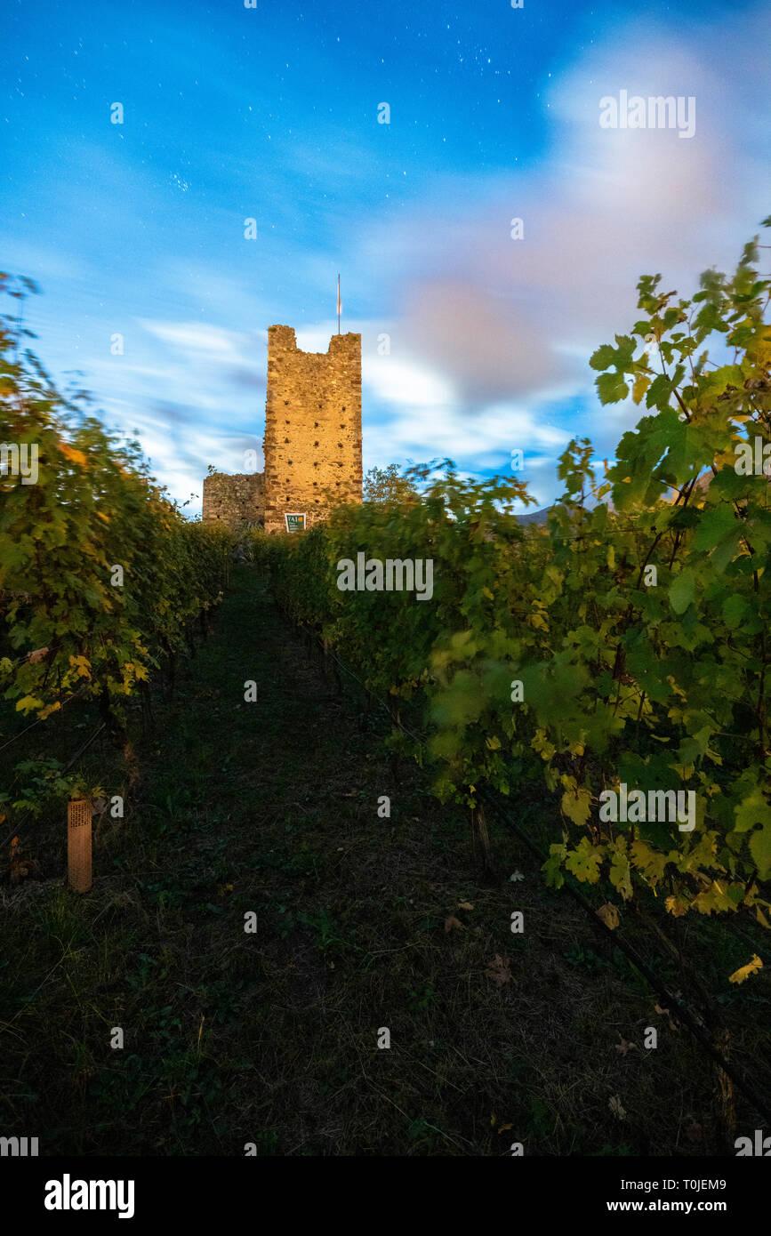 Stars above the medieval tower of Castel Grumello, Montagna in Valtellina, province of Sondrio, Valtellina, Lombardy, Italy - Stock Image