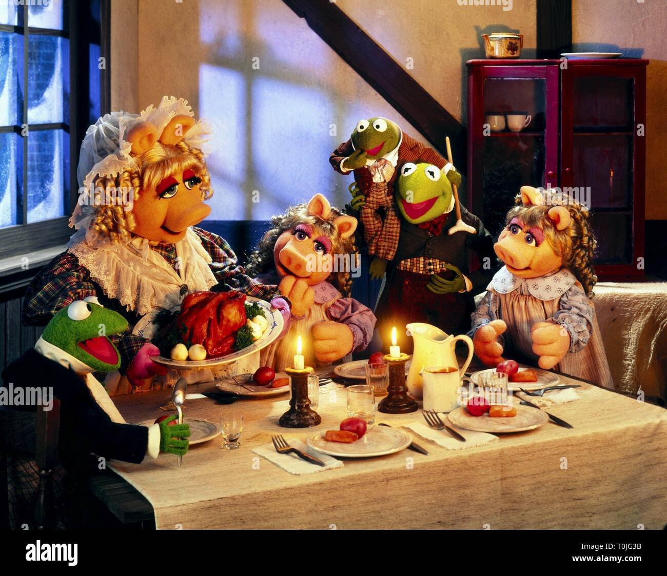 Muppet Christmas Carol.Miss Piggy Tiny Tim Kermit The Frog The Muppet Christmas