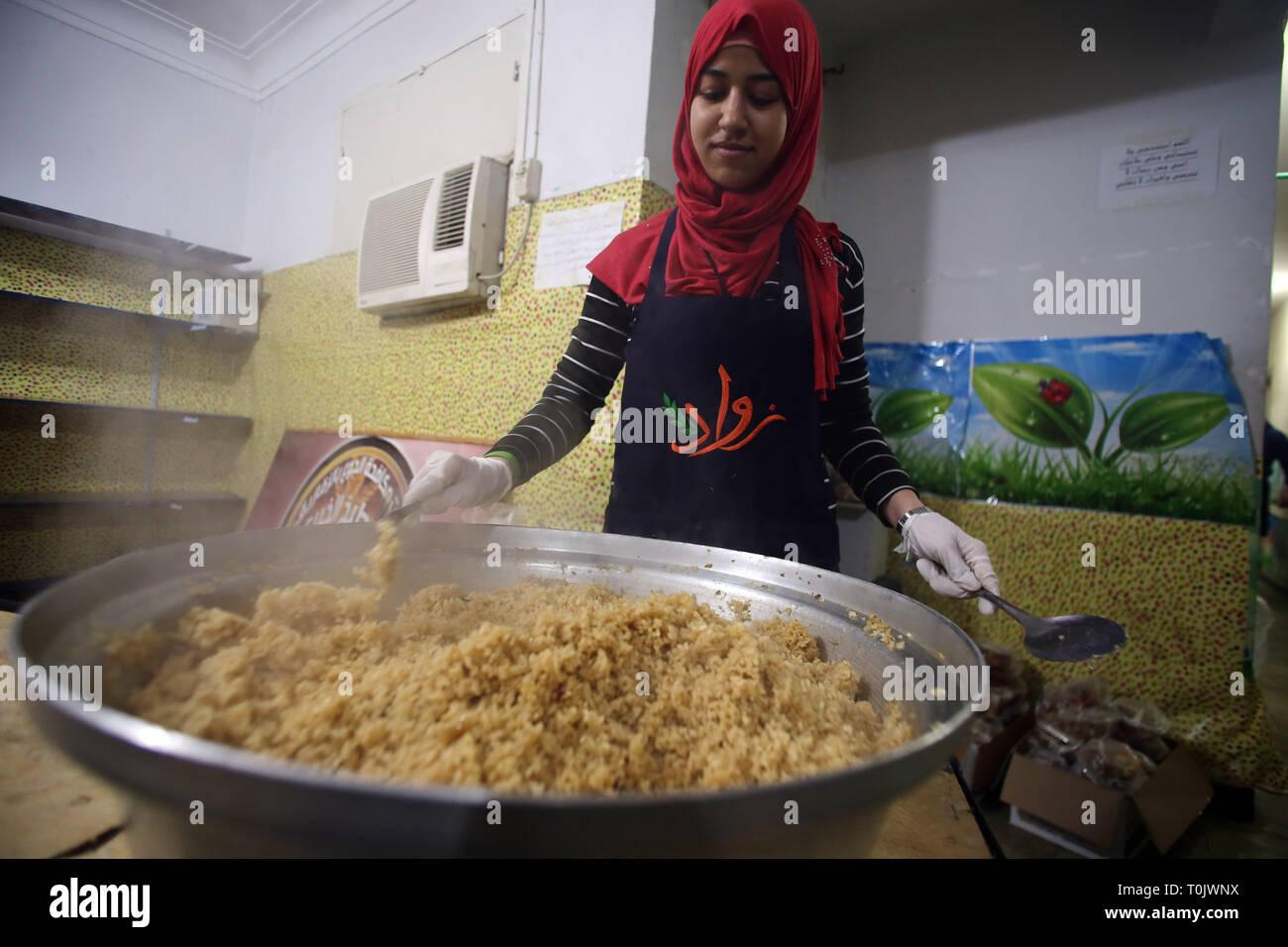 Sharqiya Egypt 20th Mar 2019 A Woman Prepares Food In A Charity Kitchen In Sharqiya Province