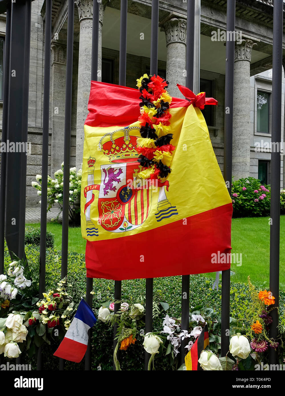 Flowers and candles at the Spanish embassy in Berlin after the terrorist attack in Barcelona 2017 Stock Photo
