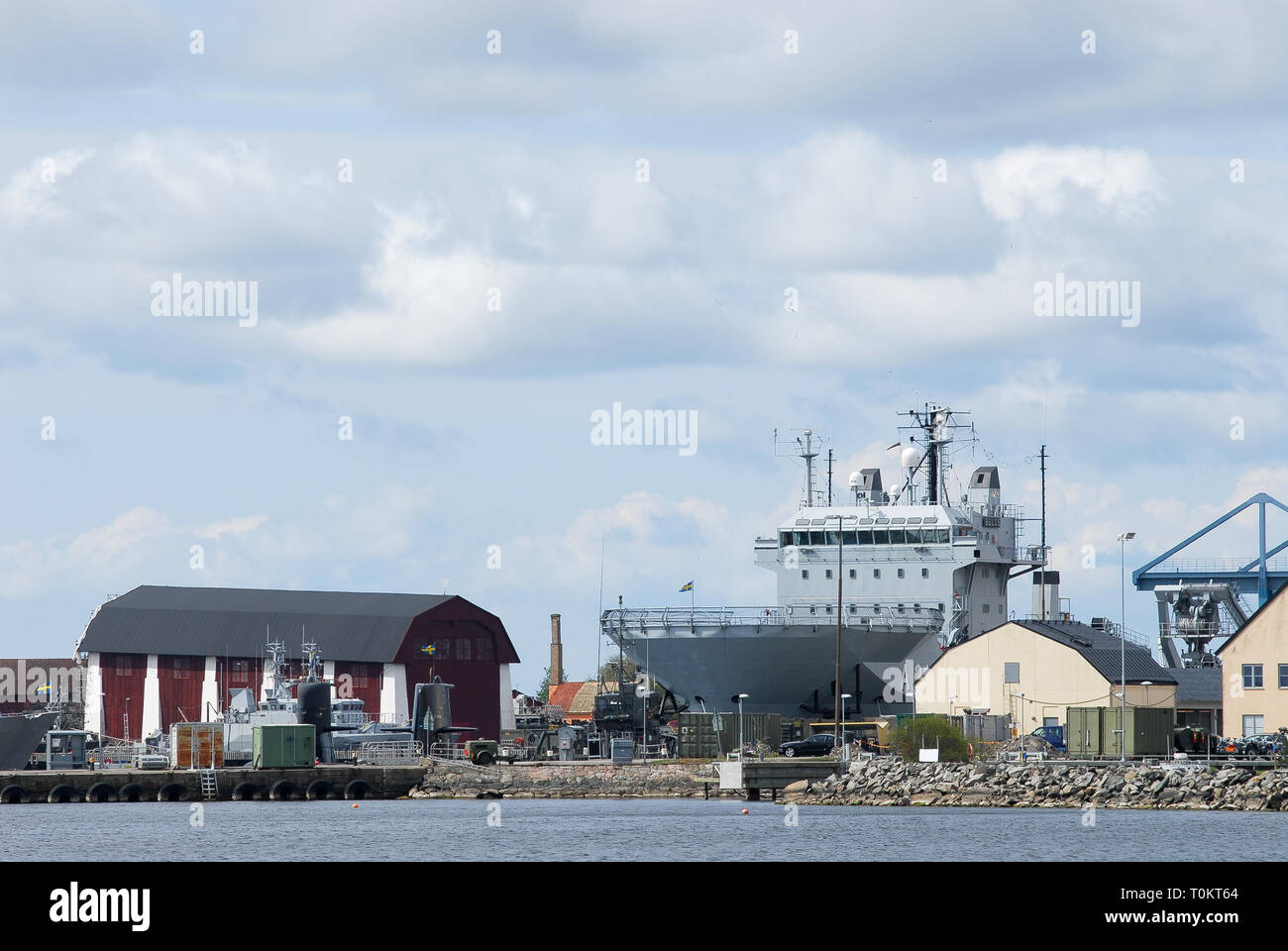 Vasaskjulet (Wasa Shed) from XVIII century in Navy Yard and HSwMS Belos A214 submarine rescue ship in Karlskrona örlogsbas (Karlskrona naval base) lis Stock Photo