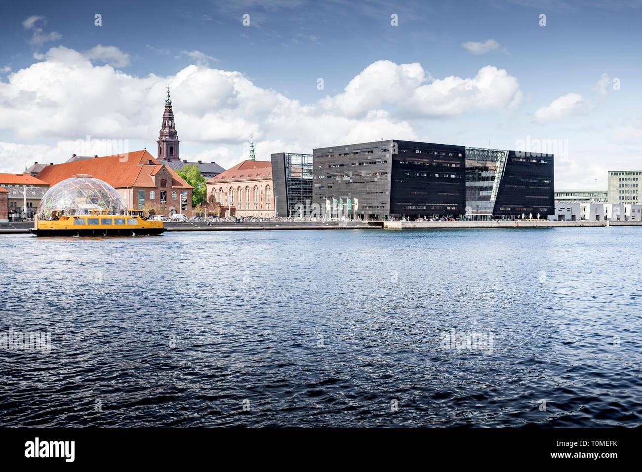 New extension to the Royal Danish Library, called Black Diamond or Den Sorte Diamant on Inderhavn in Slotsholmen, Copenhagen, Denmark Stock Photo