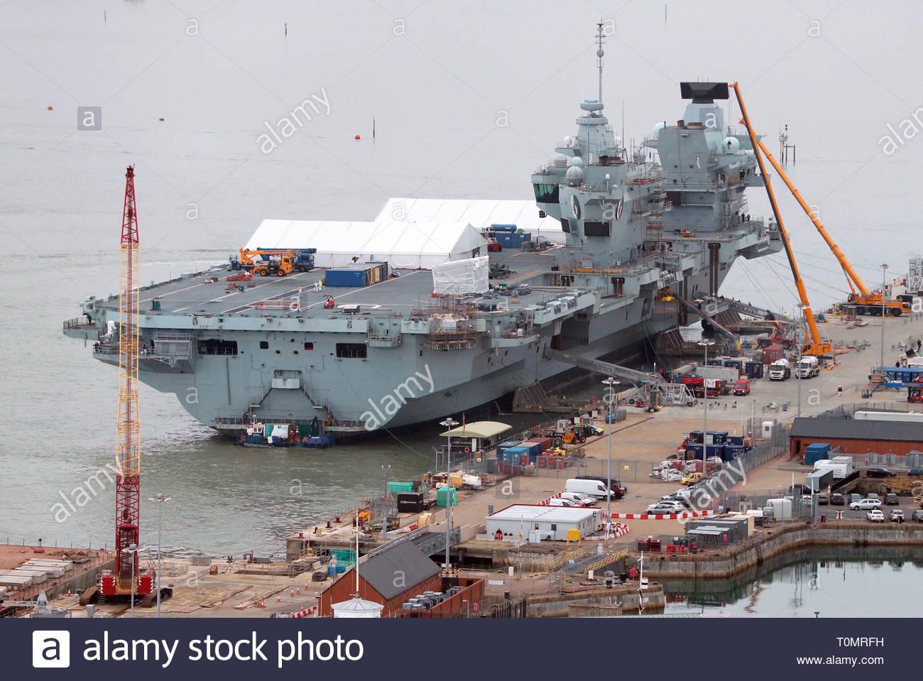 HMS Queen Elizabeth dockside at HMNB Portsmouth. - Stock Image
