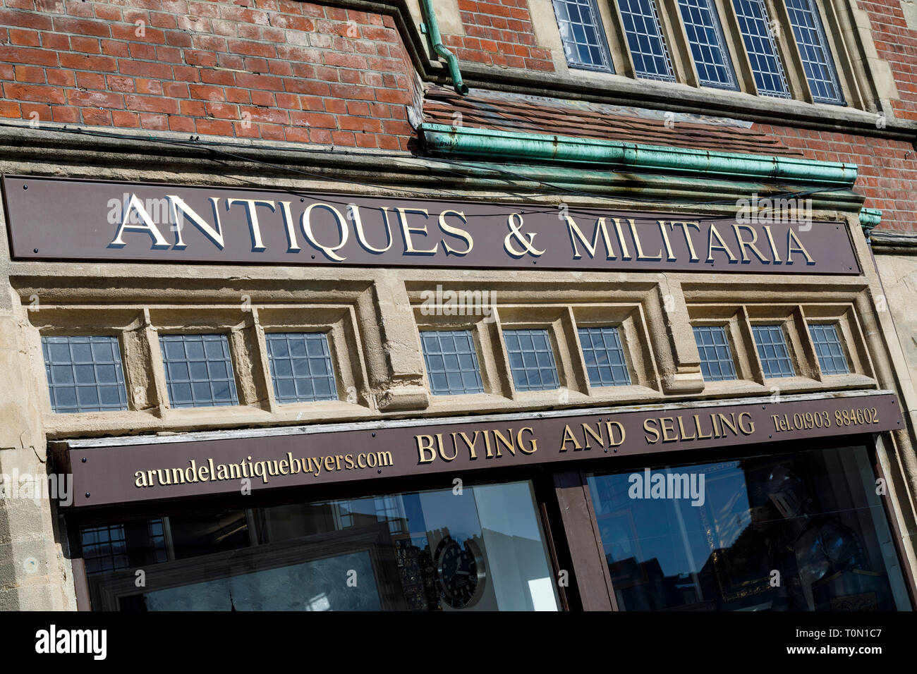Antiques and Militaria store in Arundel, West Sussex, UK. - Stock Image
