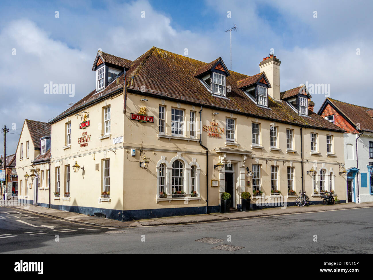 The 1759 Swan Hotel & Public House. A traditional Georgian architectural styled business beside the River Arun in Arundel, West Sussex, UK. - Stock Image