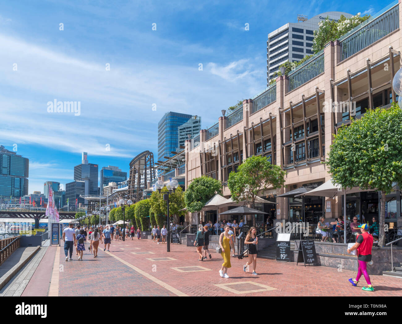 Shops and restaurants on Cockle Bay Wharf, Darling Harbour, Sydney, Australia - Stock Image