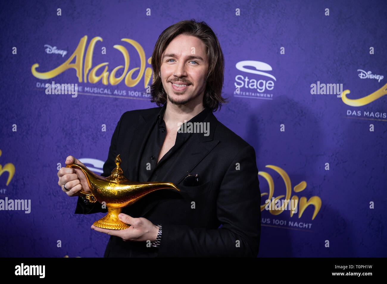 Stuttgart, Germany. 21st Mar, 2019. Gil Ofarim, singer, comes over the red carpet to the premiere of the musical 'Aladdin'. The musical was previously shown in Hamburg. Credit: Fabian Sommer/dpa/Alamy Live News - Stock Image