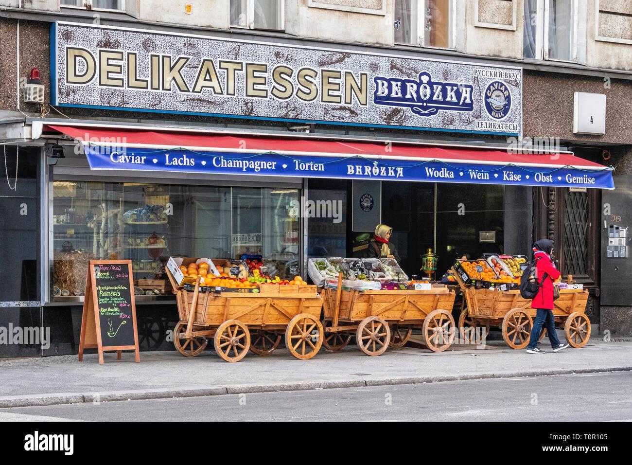 Delikatessen Berozka Russian delicatessan with fresh fruit and vegeatbles in wooden carts outside Deli - Berlin - Stock Image