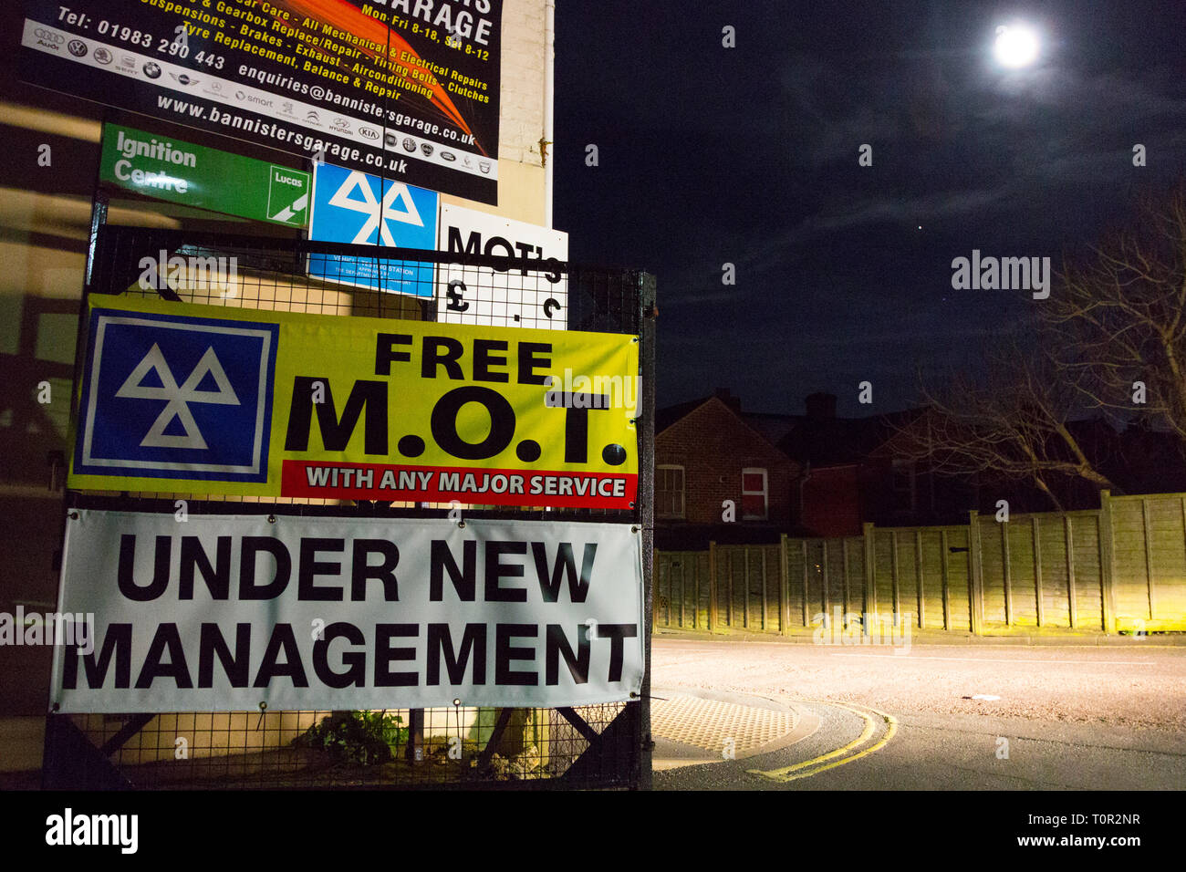 garage,sign,advertising,cheap,MOT,motor,testing,Ministry,of,Transport,road,certificate,certification,England,UK, - Stock Image
