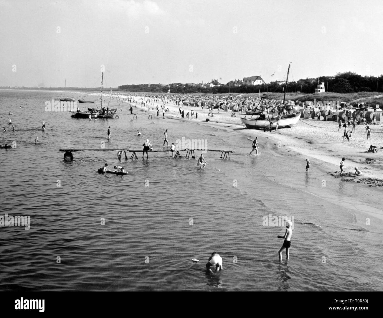 geography / travel historic, Germany, islands, Usedom, seaside resort Ahlbeck, beach, view, early 1960s, Additional-Rights-Clearance-Info-Not-Available - Stock Image