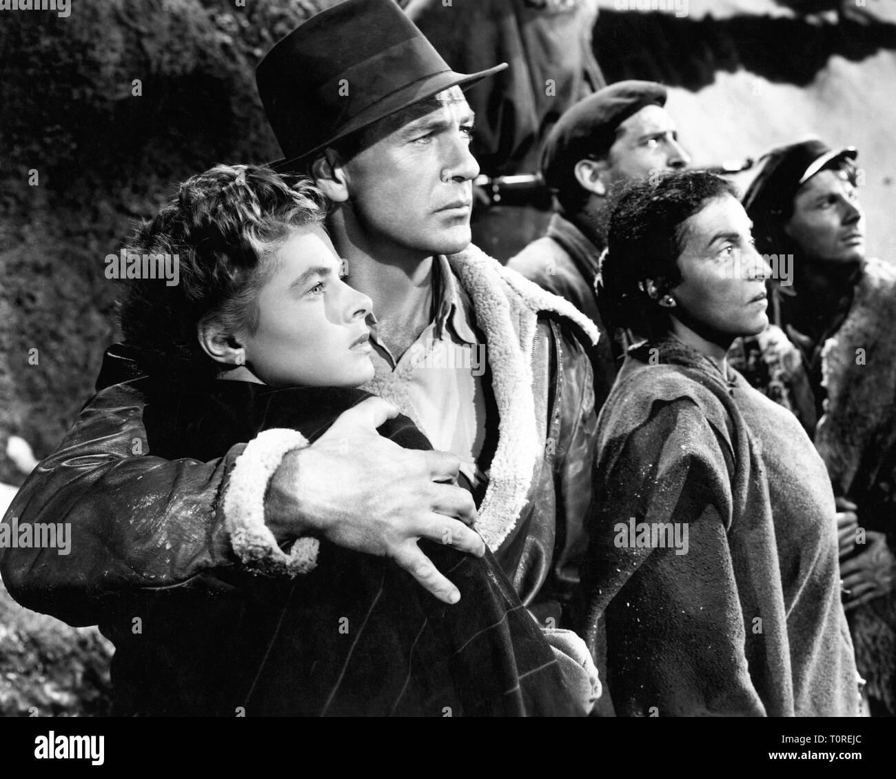 Ingrid Bergman as Maria Gary Cooper as Robert Jordan Katina Paxinou as Pilar FOR WHOM THE BELL TOLLS 1943 director Sam Wood novel Ernest Hemingway screenplay Dudley Nichols Paramount Pictures - Stock Image