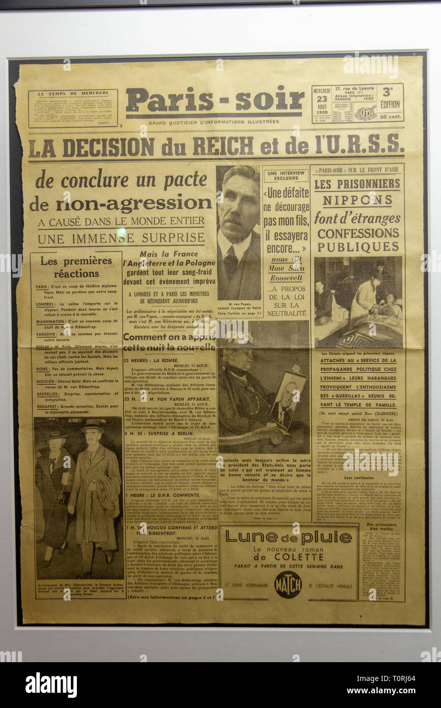 The Paris-Soir newspaper on 23 August 1939 (a week before the start of WWII) on display in the Mémorial de Caen (Caen Memorial), Normandy, France. - Stock Image